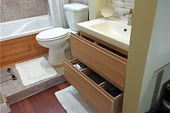 Bathroom, 1800 N andrews Ave, 0