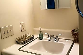 20201122_141040_bath2.jpg, 319 Hillside Terrace, 2