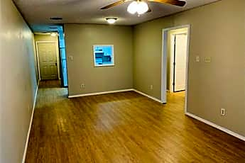 Living Room, 140 Jennifer Ln, 1