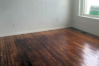 Living Room, 152 W King St, 1