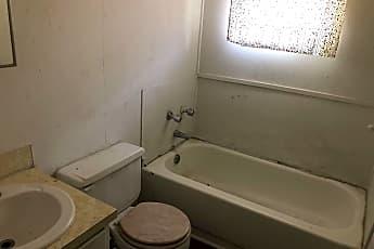 Bathroom, 2601 Jackson St, 2