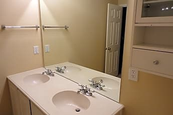 Bathroom, 4526 Parkview Lane, 2