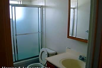 Bathroom, 2122 Peppertree Way, 2