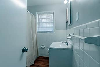 Bathroom, Room for Rent -  a 5 minute walk to bus 850 and 85, 1