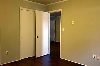 Bathroom, 516 E Charles St, 2
