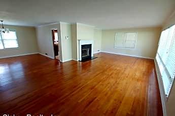 Living Room, 1304 Bellevue Dr, 1