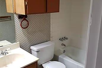 Bathroom, 5402 S 7th St 104, 2