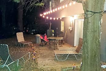 Room for Rent -  a 7 minute walk to bus 114 and 86, 0