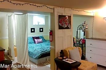 Bedroom, 238 N Summit St, 0