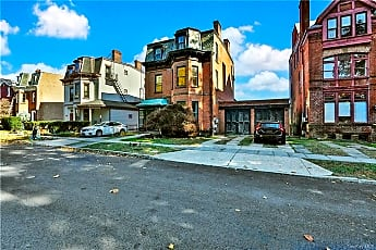 166 Montgomery St, 1