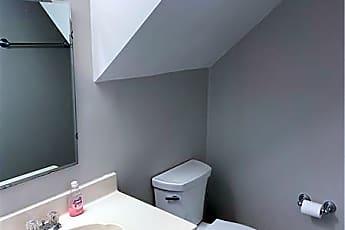 Bathroom, 596 Harcourt Pl SE, 2