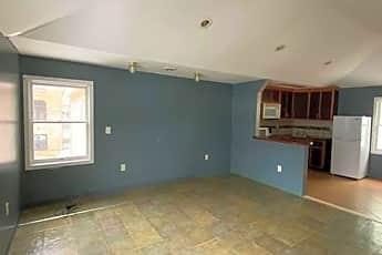 Living Room, 914 Stark St, 2