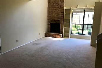 Living Room, 1807 Maplewood Trail, 0