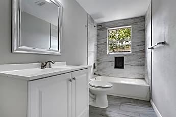 Bathroom, 3114 Carolyn St, 2