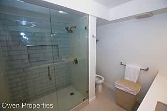 Bathroom, 1820 Avenida del Mundo #606, 2
