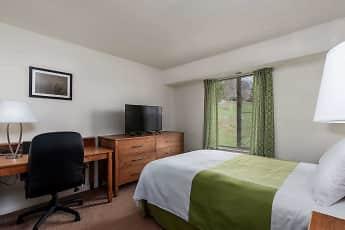 Bedroom, Grampian Hills Apartments, 2