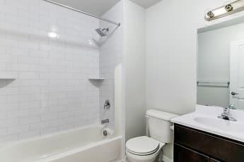 Bathroom, Durham Woods at Edison, 2