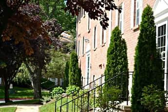 Courtyard, Harford Village North, 0