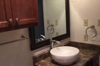 Bathroom, Bayou Oaks Apartment Homes, 2