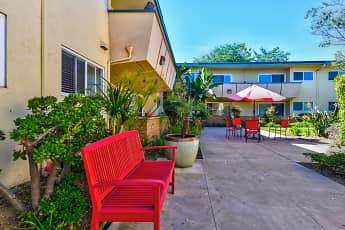 Courtyard, Solaris Apartments, 1