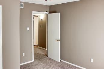 Bedroom, Bienville Apartments, 2