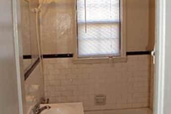 Bathroom, Beechfield Apartments, 2