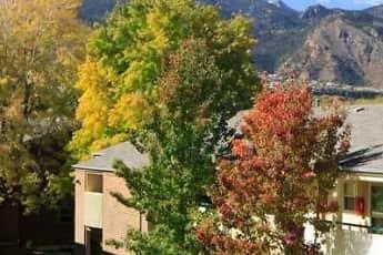 Building, 25 Broadmoor, 1