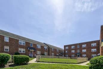 Courtyard, Highland Ridge Apartments, 0