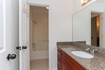 Bathroom, Hickory Plantation Apartments, 2
