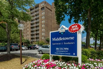 Middletowne & The Dona, 0