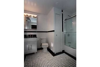 Bathroom, Fairfield Townhouses At Amityville Village, 2