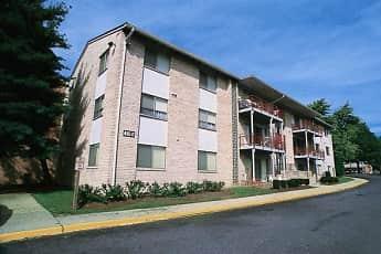 Building, Laurelton Court Apartments, 0