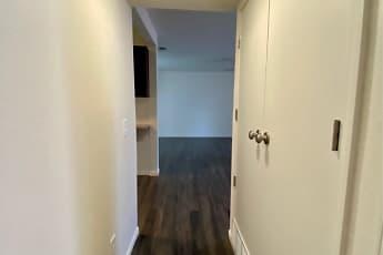 Bathroom, Hillcrest 90 Apartments, 2