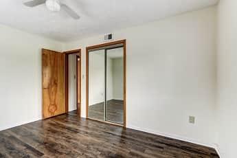 Bedroom, Shaker Crossing Apartments, 2