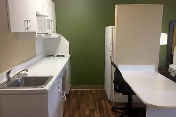 Kitchen, Furnished Studio - Kansas City - Airport, 1