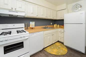 Kitchen, Columbia Pointe Apartment Homes, 1