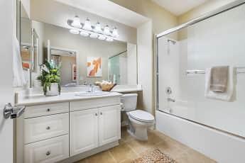 Bathroom, Esperanza, 2