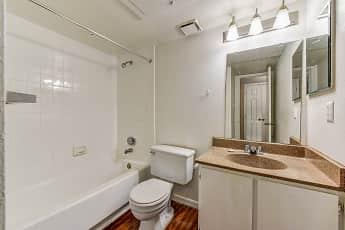 Bathroom, The Daphne, 2
