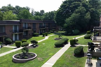 Courtyard, CV Apartments at Glenolden Station, 0