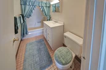 Bathroom, The Oaks, 2
