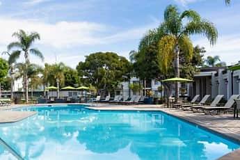 Pool, eaves Woodland Hills, 0