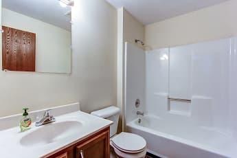 Bathroom, Bruziv - Akron, 2