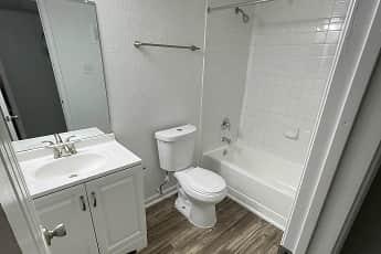 Bathroom, The Lakes At Madera, 2