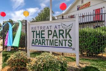 Community Signage, Retreat at The Park, 2
