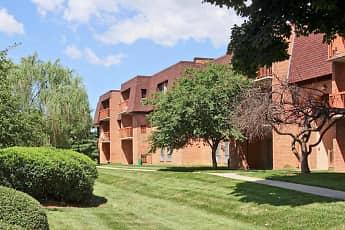 Building, Applegate & Potomac Commons, 2