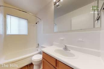 Bathroom, Ten/Hunting/Mallow Hills Apartments, 0