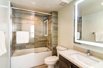 Bathroom, Lido Apartments at 4847 Oakwood, 2