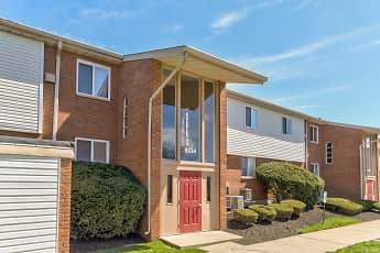 Building, Woodmere Apartments, 0