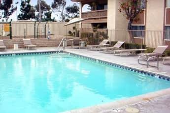 Pool, Las Mariposas, 1