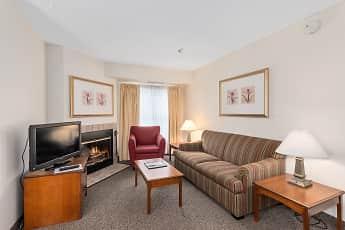 Living Room, Residences at Daniel Webster, 2